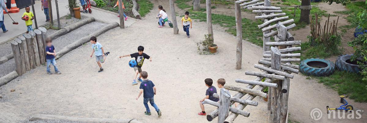 nuas Kindergarten Schule: im Mittelpunkt der Kita Dorfplatz