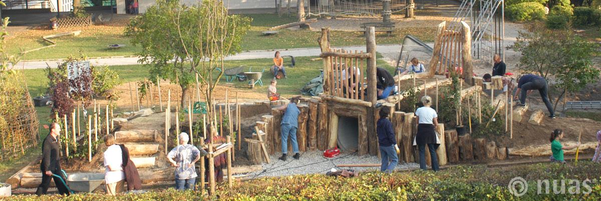 Kindergarten Schule: Spielberg auf dem Schulhof